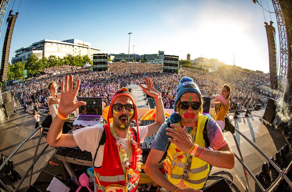 Das DJ-Team für Partyspaß der Extraklasse: Buffalo Bude & Wallace Love